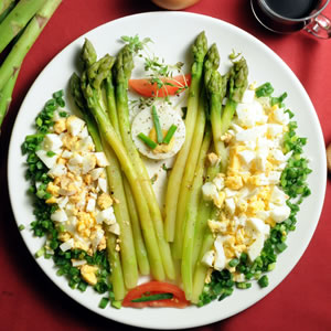 Szparagi z jajkami