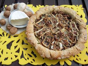 Tarta z camembertem, orzechami i pieczarkami