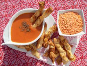 Pomidorowa z soczewicą i paluszkami