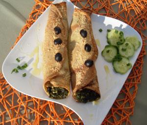 Naleśniki z serem, szpinakiem i oliwkami